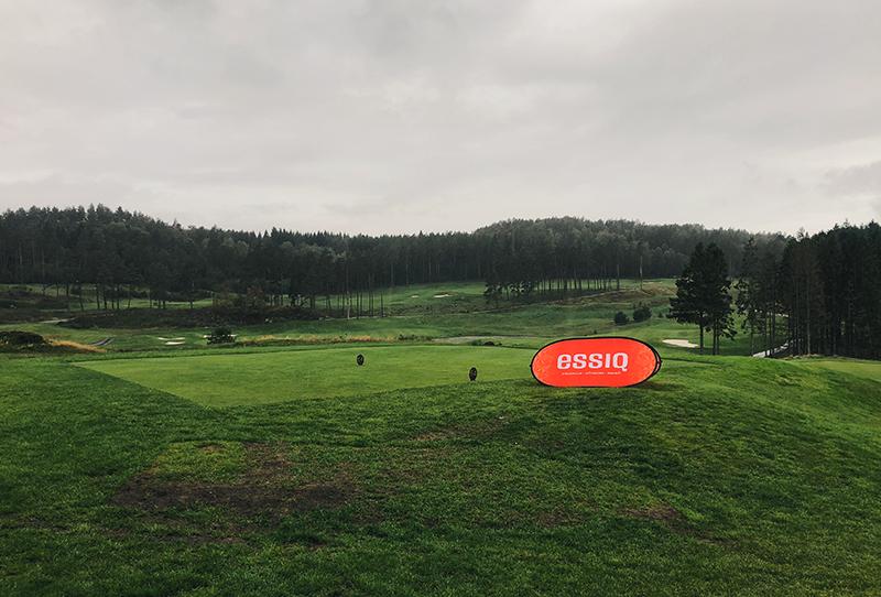 Dåligt väder men bra humör på ESSIQ-golfen 2018.